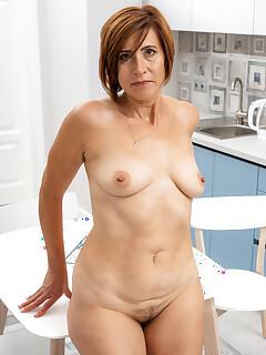Hairy Housewife Pics